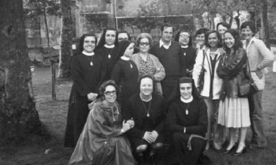 Foto de profesores y religiosas